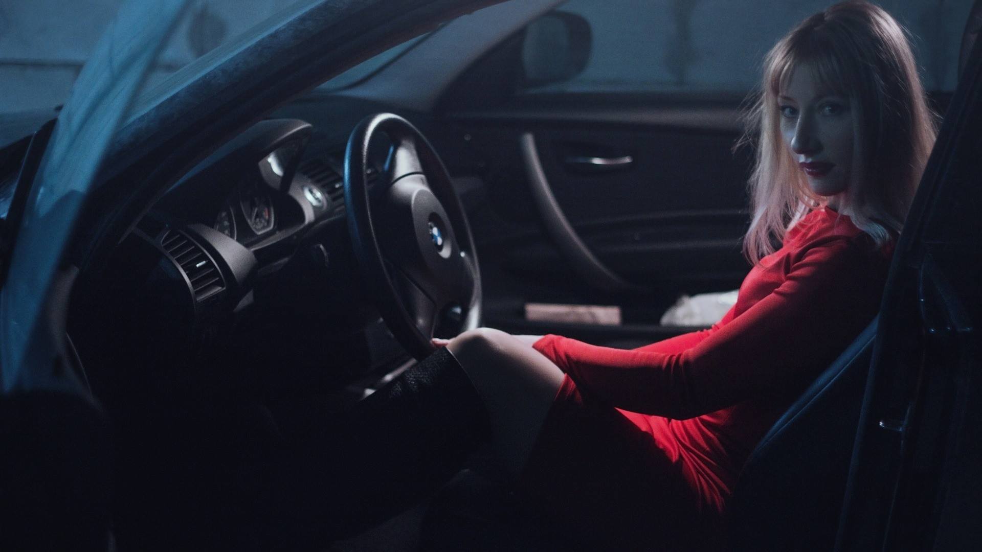 jolie blondinette voiture