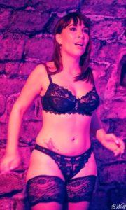 Angélique Luka en lingerie sexy